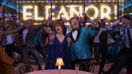 In Champagnerlaune: Meryl Streep als Dee Dee Allen und James Corden als Barry Glickman sind schwer in Fahrt.