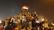 Demonstranten auf dem Tahrir-Platz in Kairo bejubeln am 11. Februar 2011 den Rücktritt des ägyptischen Präsidenten Hosni Mubarak