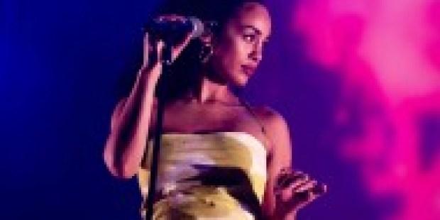 """Blaulicht und Zwielicht: Der Song """"Blue Lights"""" Jorja Smith"""