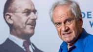 Fortsetzung der Familientradition: Frido Mann neben einem Porträt seines Großvaters Thomas Mann