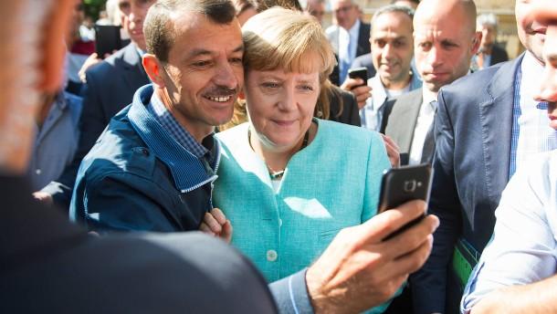 © Picture-Alliance Vermutlich hält nicht nur Sigmar Gabriel dieses Foto aus dem letzten Jahr für Merkels angebliche Einladung der Flüchtlinge.