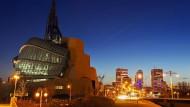 Der Autor David A. Robertson und sein Protagonist Cole wuchsen hier auf: Winnipeg, im Vordergrund das kanadische Museum für Menschenrechte.