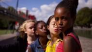 """Seit jüngstem bewirbt Netflix den Film """"Cuties"""" mit diesem Bild."""