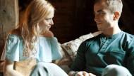 Verstehen sich offenbar gut: Anne-Marie Waldeck als Jessica und Jonathan Elias Weiske als Ben in der neuen Serie von RTL2.