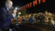 """""""Vergesst nicht, wenn sie ihre Dollars haben, dann haben wir unser Volk, unseren Gott"""": Der türkische Präsident bemüht sich, die Furcht vor einem weiteren Verfall der Landeswährung Lira zu zerstreuen."""