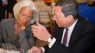 Christine Lagarde, Chefin des Internationalen Währungsfonds (l), und EZB-Präsident Mario Draghi machen sich Sorgen um die Unabhängigkeit der Notenbanken.