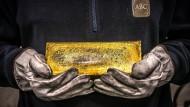 Lieber mit nach Hause nehmen: Auffällig viele Anleger ließen sich im August ihr Gold aus Xetra-Gold-Wertpapieren ausliefern.