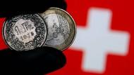 Der Herr über den Franken: Die Schweizerische Notenbank bleibt erst einmal den Negativzinsen treu.
