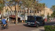 Polizei vor dem Megapark: Zwei Touristen haben hier einen senegalesischen Türsteher verprügelt. (Archivbild)
