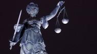 Geburtshelfer in Frankreich wegen Vergewaltigung von Patientinnen verurteilt