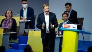 Der FDP-Vorsitzende Christian Lindner spricht auf dem Bundesparteitag am Samstag zu den Delegierten.