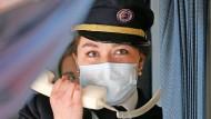 Begrüßung der Fluggäste der UIA-Sondermaschine nach Tschernobyl.