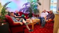 """In der """"Bunten Welt"""": Männer aus der Region tauschen sich in Cottbus aus."""