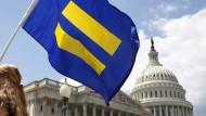 Die Transgender-Flagge vor dem amerikanischen Kongress in Washington (Archivaufnahme)