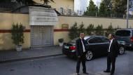 Ort des Geschehens: Mitarbeiter vor dem saudischen Konsulat in Istanbul