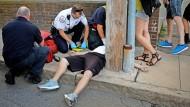 Ein Vorort von Boston, Massachusetts: Mediziner versuchen einen 32 Jahre alten Mann nach einer Opioid-Überdosis wiederzubeleben.