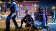 Brandstiftung und Plünderungen: Neue Corona-Krawalle in den Niederlanden