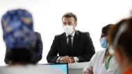 Öffnungen in Frankreich: Macron kümmert sich nicht um Inzidenzwerte