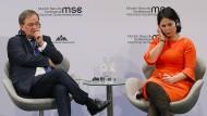 Wer hat das größere Talkshow-Charisma? Annalena Baerbock und Armin Laschet auf der Sicherheitskonferenz im Februar 2020 in München