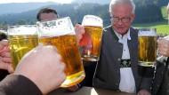 Prosit im Allgäuer Thalkirchdorf: In seiner Heimat nimmt CSU-Fraktionsvorsitzender Thomas Kreuzer am 20. September 2019 am traditionellen Viehscheid teil.