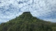 Heute pittoreske Landmarken, früher Überlebensgarantien: die Festungen auf den Hegauer Vulkankegeln wie die Ruine der Burg Hohenkrähen.