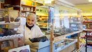 Seit 1875 ist Lebensmittel Auer in Familienbesitz, und Lili hält mit 92 Jahren immer noch die Stellung.