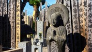 Hier blinkt und glitzert nichts: Der Friedhof von Yanaka mitten in Tokio ist einer der ältesten der Stadt.