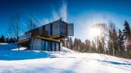 Container als Berghütte: Direkt an der Piste des kleinen Skigebiets in Schöneck stehen drei zu Tiny-Houses umgebaute Seecontainer.