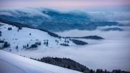 Im Schwarzwald können Personen aus maximal einem Haushalt ihren eigenen Lift mieten. Etwa 20 Skilifte bieten das Exklusivvergnügen an - ab rund 150 Euro pro Stunde.
