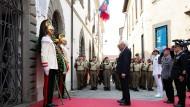 Gemeinsame Geste: Mattarella und Steinmeier in Fivizzano
