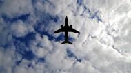 Emissionen sollen sinken: Branche und Politik diskutieren die Zukunft des Fliegens.