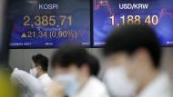 Die Corona-Krise bestimmt die Börsen: Aktienhändler in Seoul.