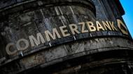 Viele Hilfs-Anfragen gehen bei der Commerzbank ein.