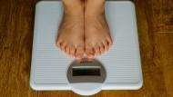 Nicht immer schaut man gemeinsam auf die Waage, um zu prüfen, ob der Body-Mass-Index noch passt.