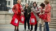 Das Entgelttransparenzgesetz sollte eigentlich Frauen helfen, die den Verdacht haben, zu wenig zu verdienen. Aber alle Neugierigen können es nutzen.