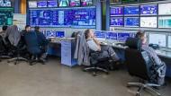 Alles auf dem Schirm: Einblick in die Warte des Kraftwerks Staudinger