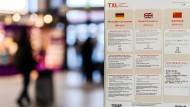 Warnhinweise zum Coronavirus am Flughafen Berlin-Tegel