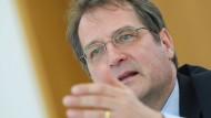 """Wirtschaftsweiser im Interview: """"Das Risiko höherer Inflationsraten steigt"""""""