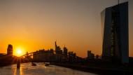 Die EZB im Sonnenuntergang