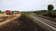 Böschungsbrände wie hier zwischen Nürnberg und Regensburg können ein Grund für Zugausfälle sein.