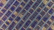 Eine Nahaufnahme des Kohlenstoff-Prozessors mit mehr als 14.000 Transistoren aus Kohlenstoff-Nanoröhrchen.
