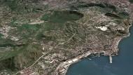 Die Phlegräischen Felder bei Neapel. Dieses dicht besiedelte Gebiet ist bei einem Ausbruch am stärksten gefährdet.