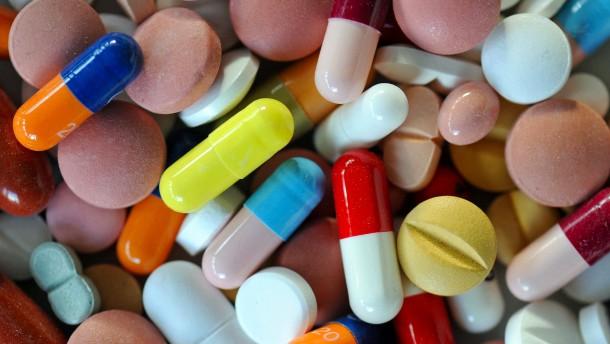 © dpa Pillen und Nahrungsmittel: Was passt zusammen, was nicht?