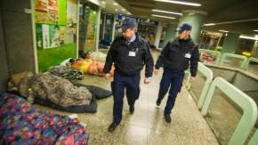 https://i2.wp.com/media1.faz.net/ppmedia/video/2700747605/1.916765/article_teaser_marginal/die-sicherheitsleute-kuemmern-sich-um-nachtschwaermer-obdachlose-und-krawallmacher-vor-allem-aber-um-die-sicherheit-der-fahrgaeste.jpg