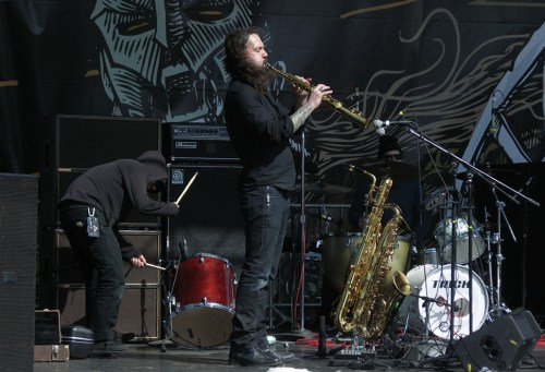 Bruce Lamont onstage with Brain Tentacles, with guest drummer Ryan Parrish of Iron Reagan (left) and the top of Dave Wittes head (right). Bassist Aaron Dallison, also of Keelhaul, is out of frame to the right.
