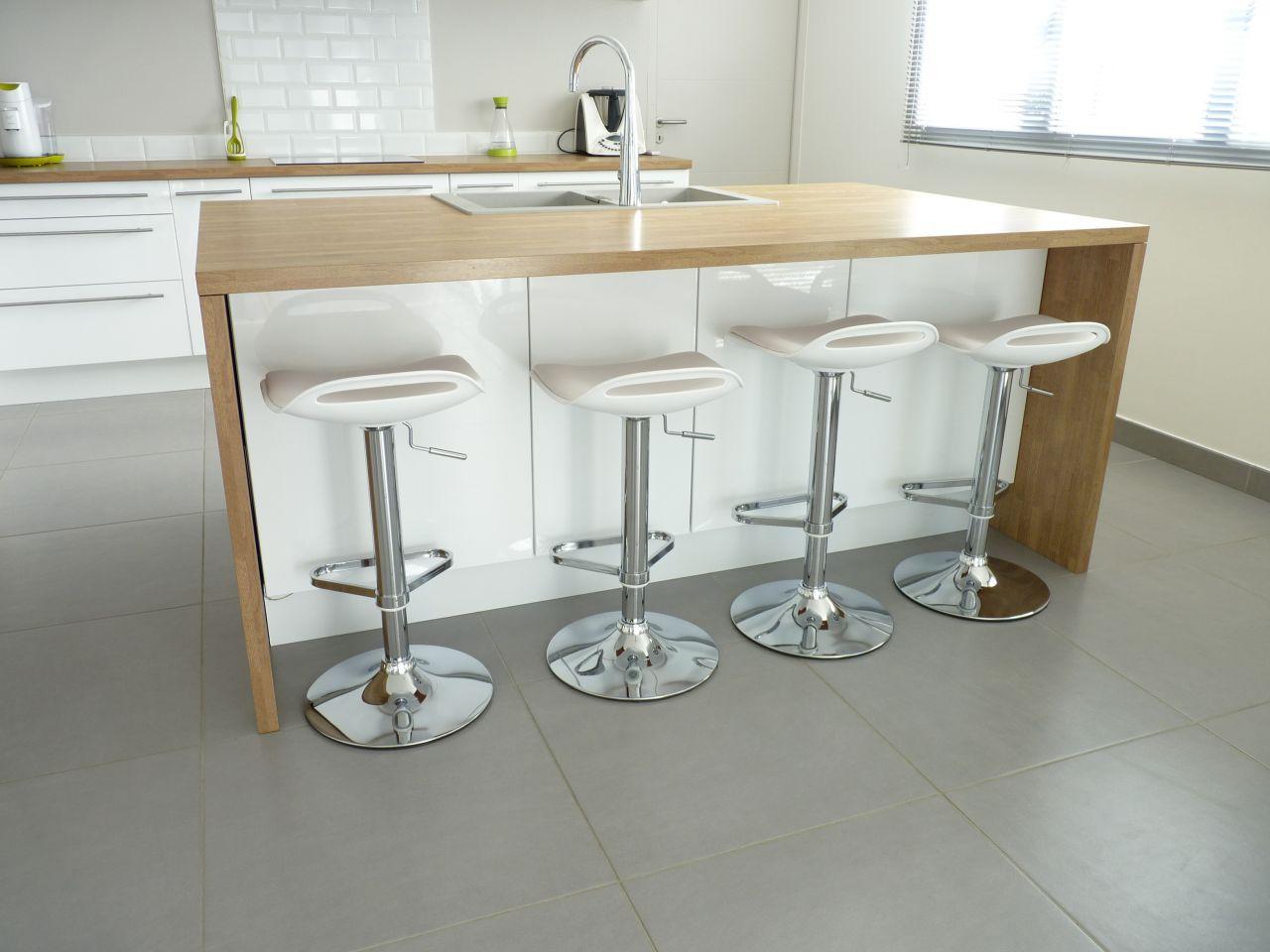 meubles laques blancs et bois