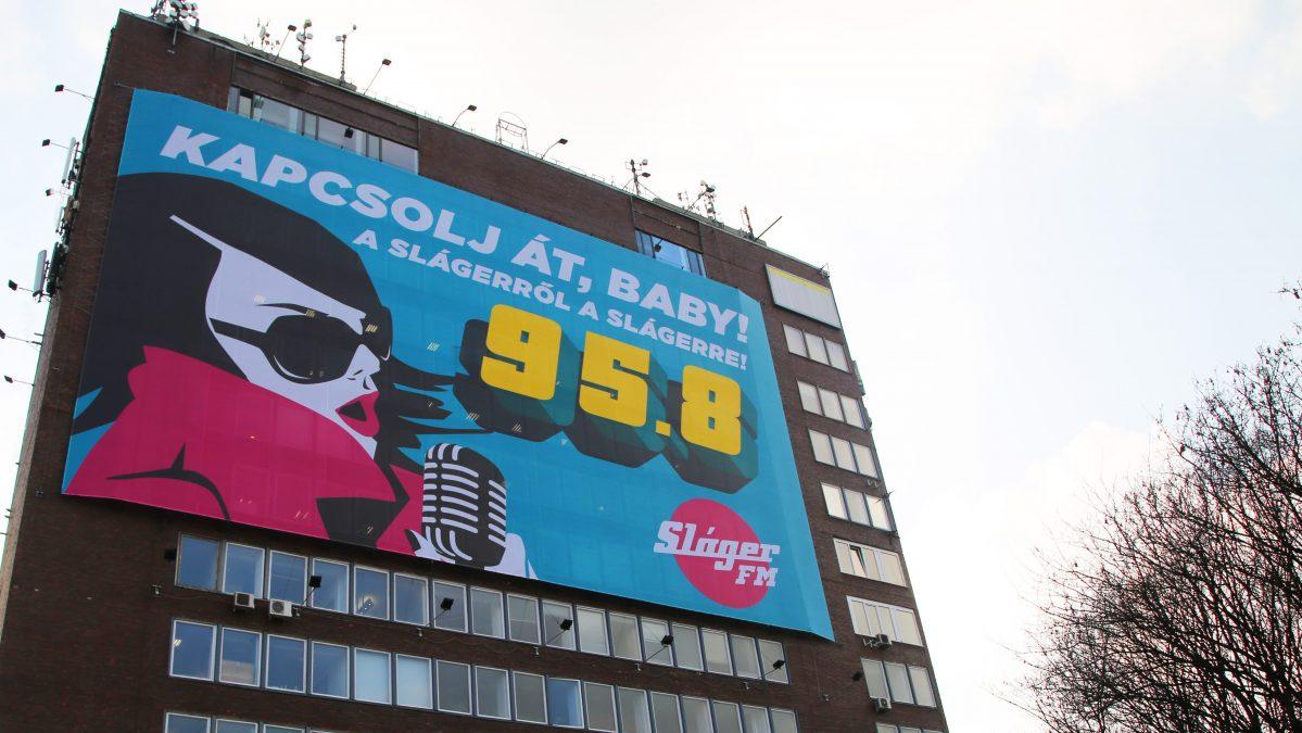 A Sláger FM épülethálója a Rock FM eddigi frekvenciájára való áthangolásra buzdítja a hallgatókat