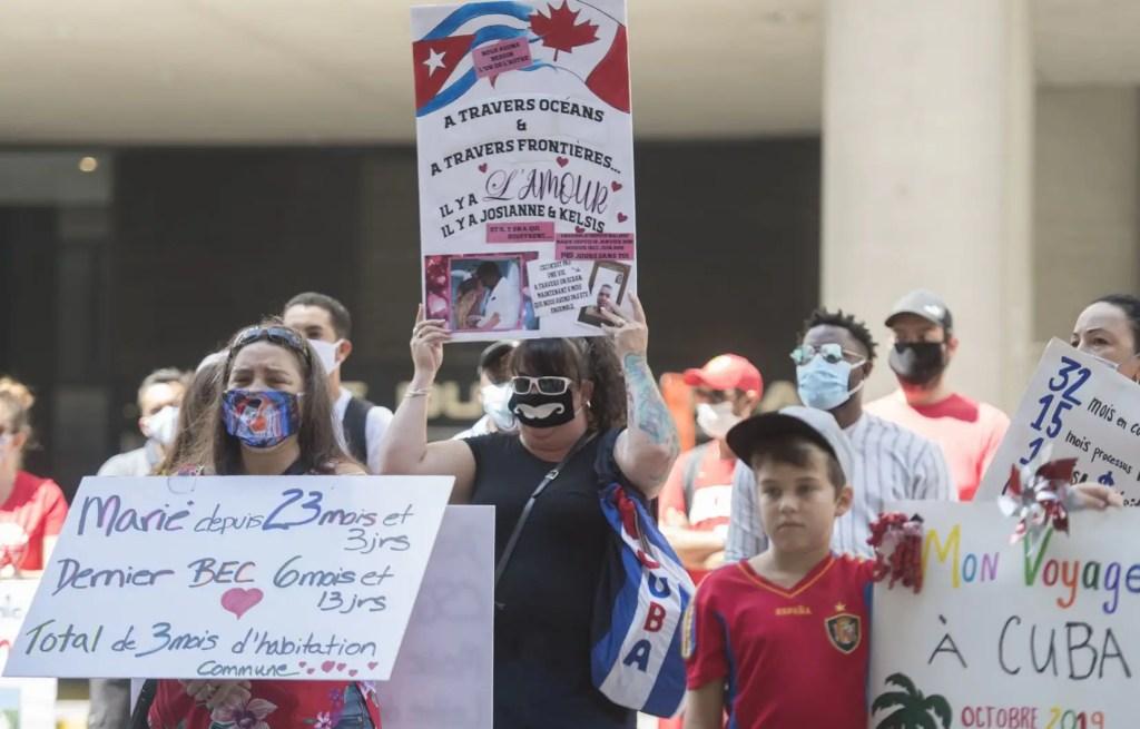 Des Canadiens manifestent pour le droit de réunir leur famille