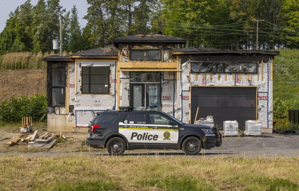 Un incendie suspect à Oka fait monter d'un cran les tensions à propos d'un développement immobilier voisin de la pinède revendiquée par les Mohawks.
