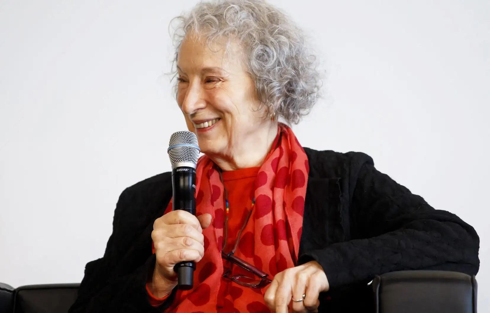 Dans son dernier recueil, Margaret Atwood propose une relecture de l'histoire de Circé, déesse marginale de la mythologique grecque. Entretien avec la star de la littérature.